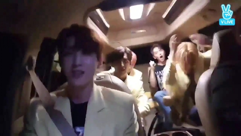 K-pop band CUBE_PTG singing bopping to Kiwi
