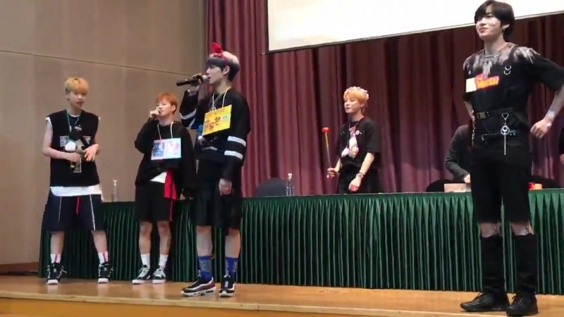 FANCAM | 21.07.18 | Chan @ UNB 7th fansign Intl Youth Center Conference Hall