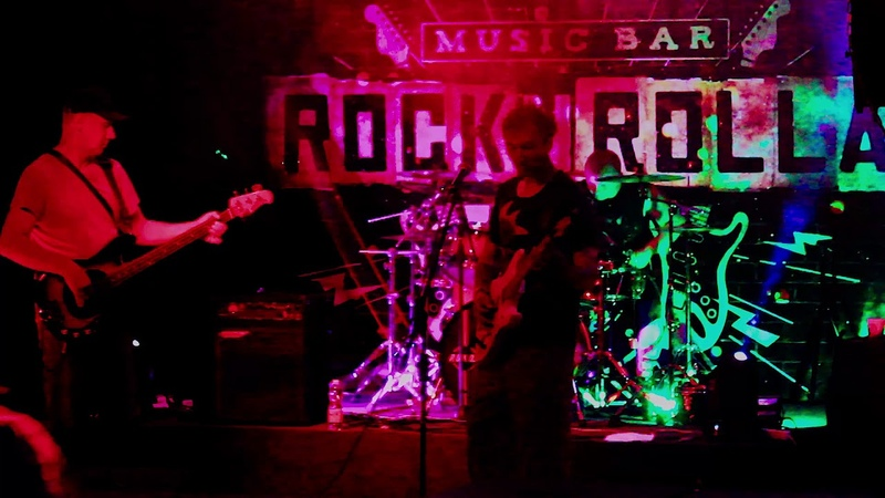БМ --13 (ROCK N ROLLA music bar)