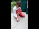 Смелая Вика и огромный жук)