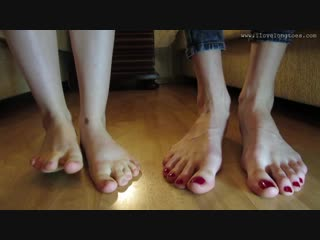 Hania and amelia , big feet size 45 eu vs small feet size 35 eu