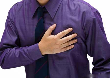 Хронический бронхит может вызвать боль в груди и боль в горле