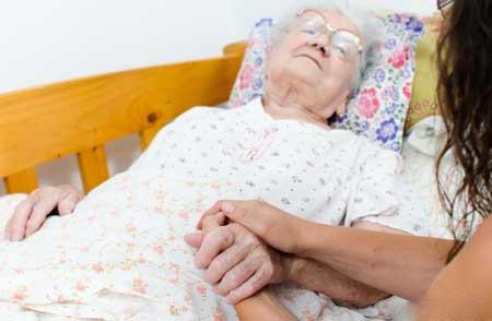 Боль в горле и в груди может быть вызвана плевритом