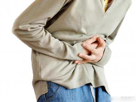 Боли в животе являются одним из симптомов фарингита.