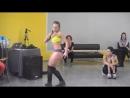 Трясет попой Очень красиво Booty dance обучение