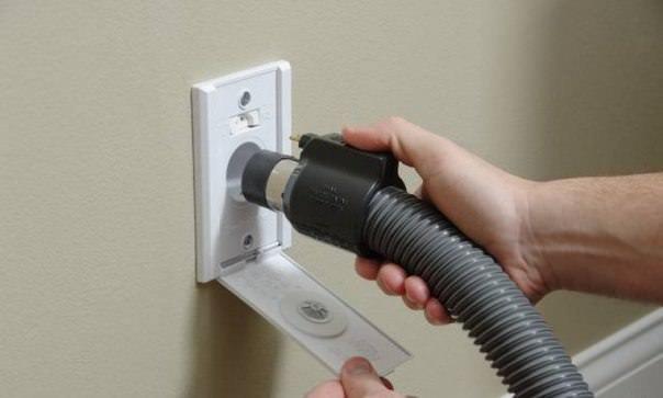 центральный (встроенный) пылесос - супер-удобная штука для своего дома. главные плюсы - минимум шума и отсутствие раздуваемой пыли при уборке. можно сделать на базе обычного строительного