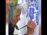 91-летняя бабушка здорово преобразила стены своего дома