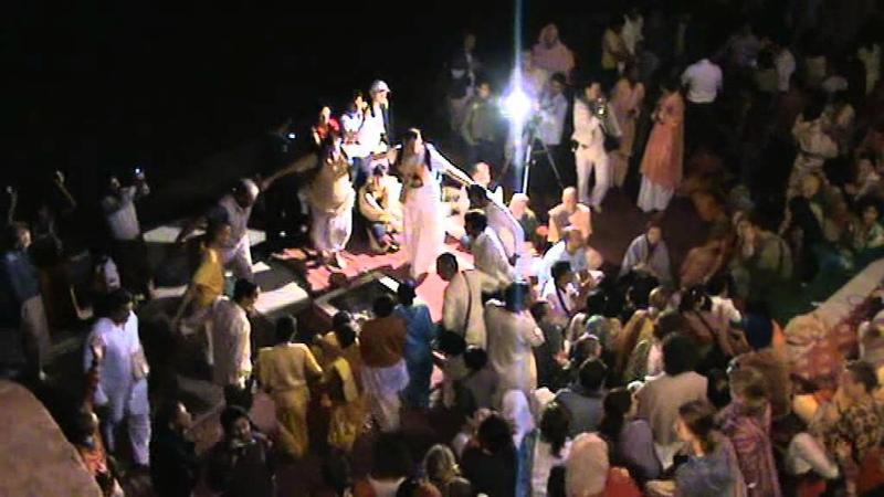 2008-11-04 (5) Sri Prahlad Prabhu, kirtan in Rishikesh