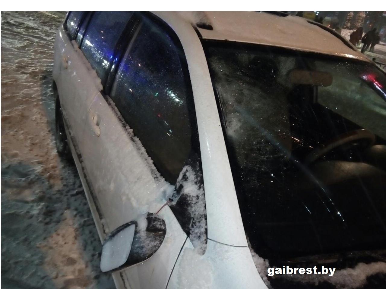Автомобиль в Бресте сбил на перекрестке 15-летнего школьника