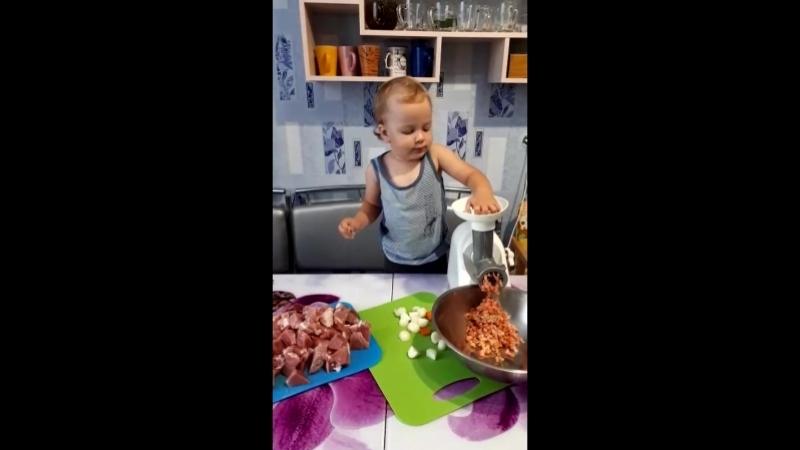 Машуля поваренок
