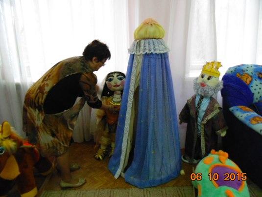 Жизнь текстильных кукол в детской библиотеке г. Мончегорска.