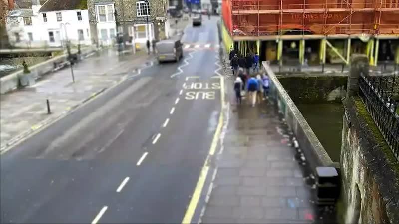Британская полиция обнародовала три новых видео похождений Чепиги и Мишкина по Солсбери в поисках красивых шпилей