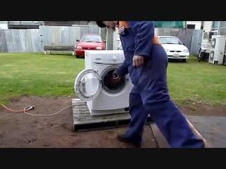 Что будет, если бросить в стиральную машину кирпич.