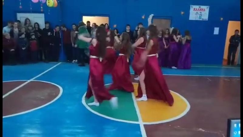 танец 8 класс Анука девушки