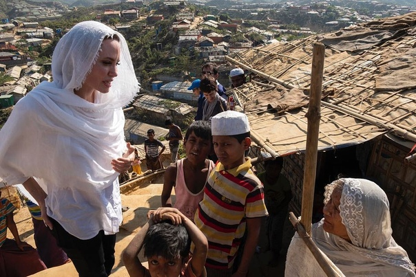 Анджелина Джоли посетила лагеря рохинья в Бангладеш