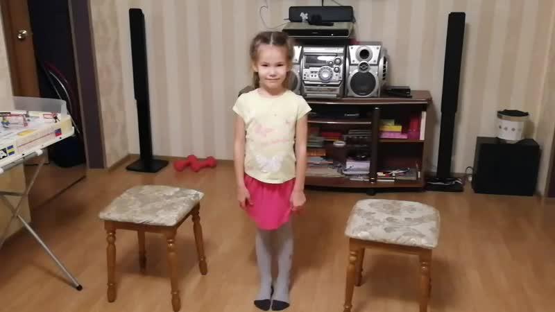 Шпагат между стульями 6 лет