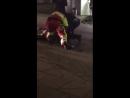 Hier das Video wo ein Mitglied einer libanesischen Großfamilie in Essen die Polizei attackierte.