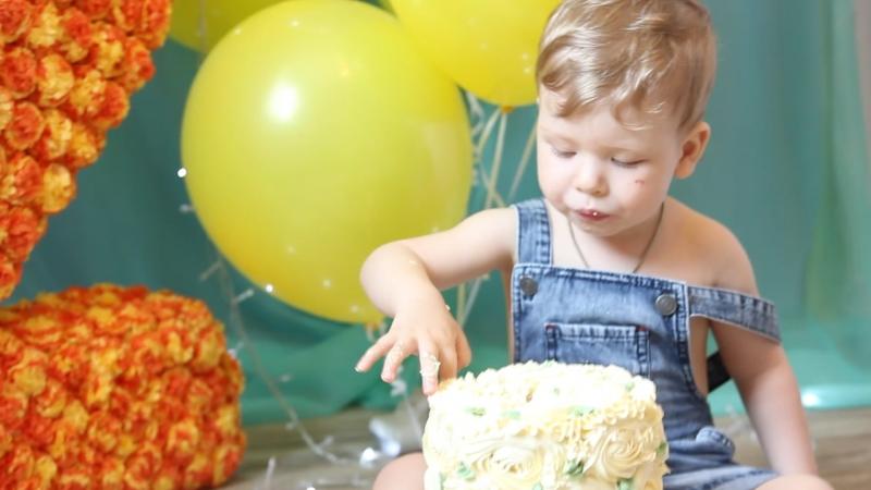 Фотограф Терентьева Оля съёмка крушение тортика Савелий 2 годика