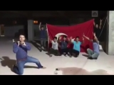 Турки разбивают iPhone кувалдой