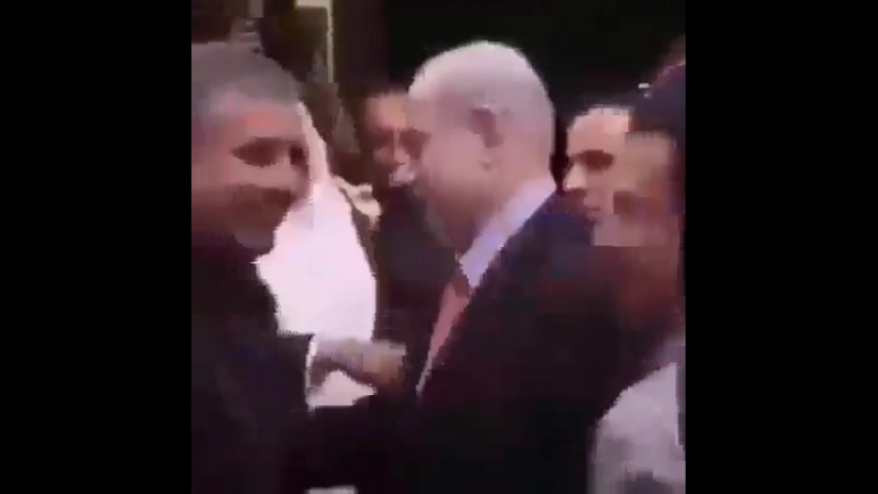 Réunion entre Bibi Netanyahu, son jumeau saoudien et leurs cousins du Golfe ... Entre terroristes quoi !