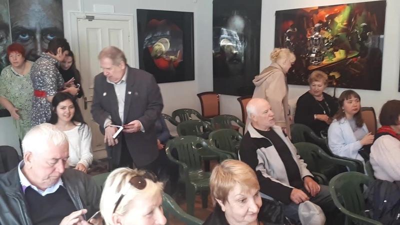 Народ собирается на День рождения Лермонтова в домике Алябьева