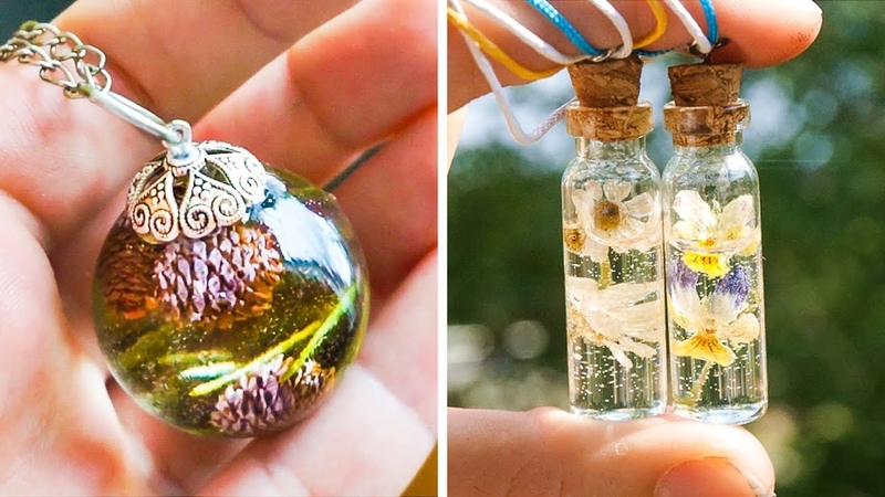 6 IDEAS FOR BEAUTIFUL PENDANTS MADE WITH PLANTS AND EPOXY RESIN