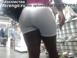 Подглядывание за черной жопкой в магазине (Эротика со зрелыми женщинами, mature, MILF, Мамки, XXX)(hotmoms_18plus)