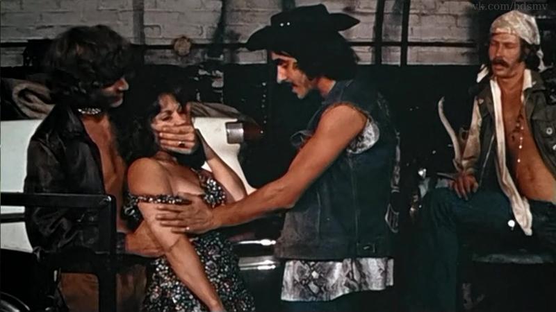 сексуальное насилие(групповое изнасилование, rape) из фильма Prison Girls - 1972 год