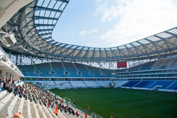 На «Волгоград Арену» завели первых болельщиков – пять тысяч студентов.       UPD Видео.