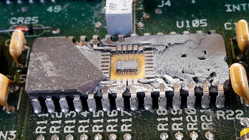 Inside rom chips Integrated circuits ic rom not usd gold Wire bonding. Check before gold Recovery