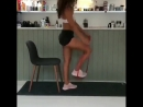 Тренировка со стулом и резинкой на попу