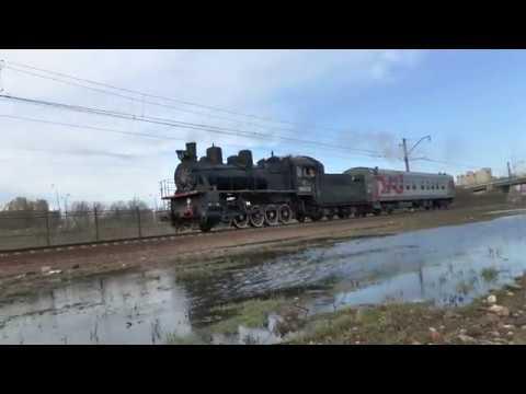 Паровоз Эу683-32 с туристическим вагоном
