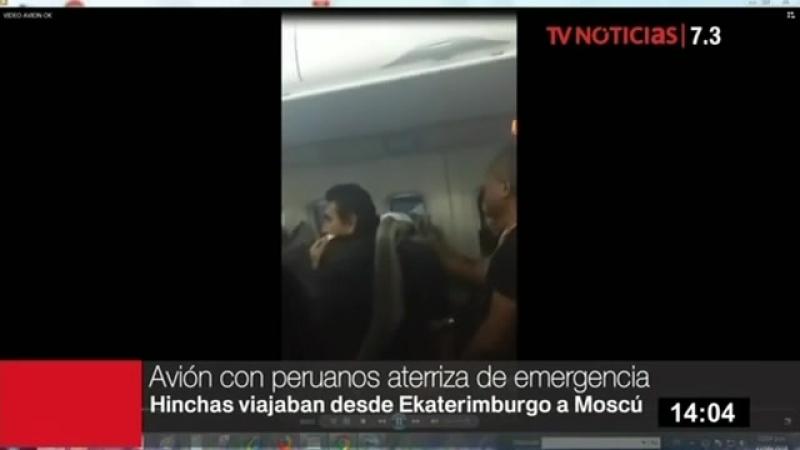 HinchasPeruanos sufren en pleno vuelo al perder turbina de avion y aterrizar de emergencia en Moscú