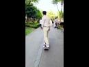 UNIQ LIFE:Чжоу Исюань × Обычный день съемочной группы Скользить Скользить Скользить