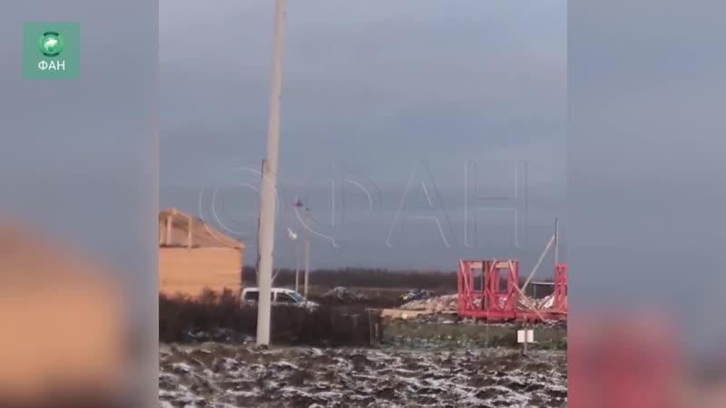 Вертолет отбуксировал на троссе истребитель в Ленобласти