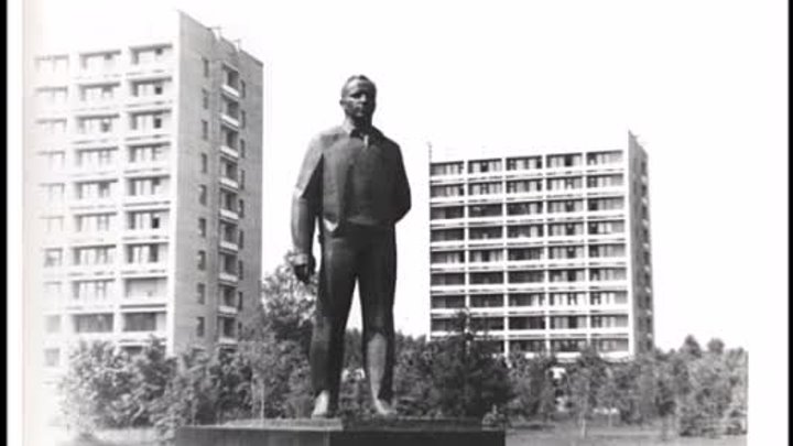 Торжественное открытие памятника Ю А Гагарину в Звёздном городке 17 августа 1971 г