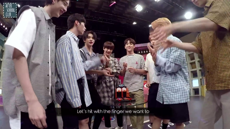 [VIDEO] 180814 Show After School Club Stray Kids playing mini basketball