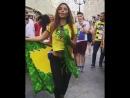 Бразильянка зажигает в центре Москвы 🔥😍