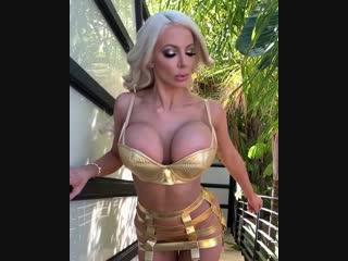 Прыгающие сиськи Nicolette Shea (порно, секс, эротика, попка, booty, anal, анал, сиськи, boobs, brazzers)