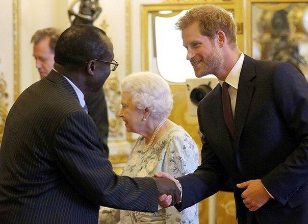 До свадьбы принца Гарри осталось чуть больше месяца, однако это не означает, что внуку Елизаветы II придется меньше работать.
