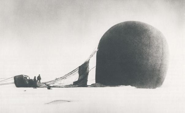 В 1897 году 3 шведа попытались первыми добраться до севера. Они путешествовали на воздушном шаре, но потерпели крушение через 65 часов. В 1897 году Саломон Андре, первый шведский воздухоплаватель, решил организовать экспедицию на воздушном шаре от Шпицбер
