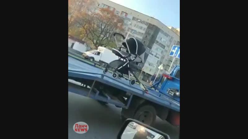 Эвакуация детской коляски в Нальчике