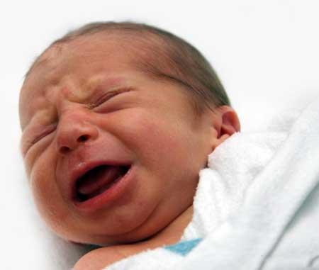 Некоторые дети страдают от ГЭРБ, газов или других заболеваний кишечника, которые заставляют их плакать часами.