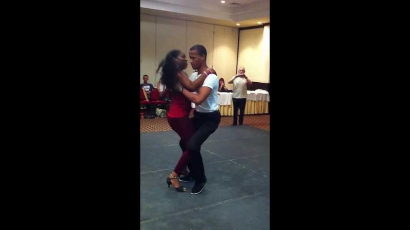 Rodolfo y Fanny bailando merengue tipico