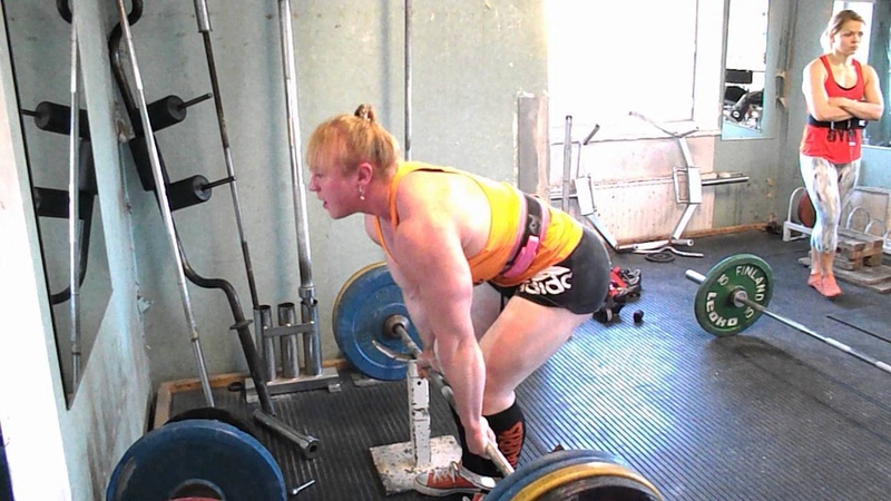 Anna Khudayarov's under knee deadlift 8x190 kg