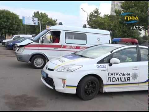ДТП на Краснова: легковой автомобиль и скорая помощь