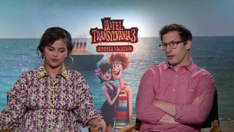 Интервью в рамках промоушена анимационного фильма «Монстры на каникулах 3» для «Moviefone», Западный Голливуд (28 июня 2018)
