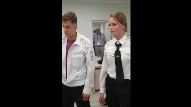Допрос выбежавших на поле Pussy Riot полицией попал на видео (ФИНАЛ ЧМ2018)