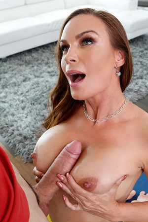 Brazzers - Massaging The MILF