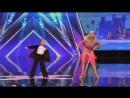 Сын танцует с мамой Очень крутое видео